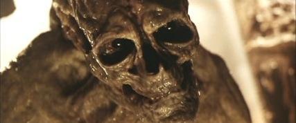 Vision del Xenomorfo - Página 3 Resident-evil-monsters-vs-movie-monsters-19-427-75